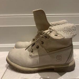 Woman's White Timberland Boots Beautifully Warm